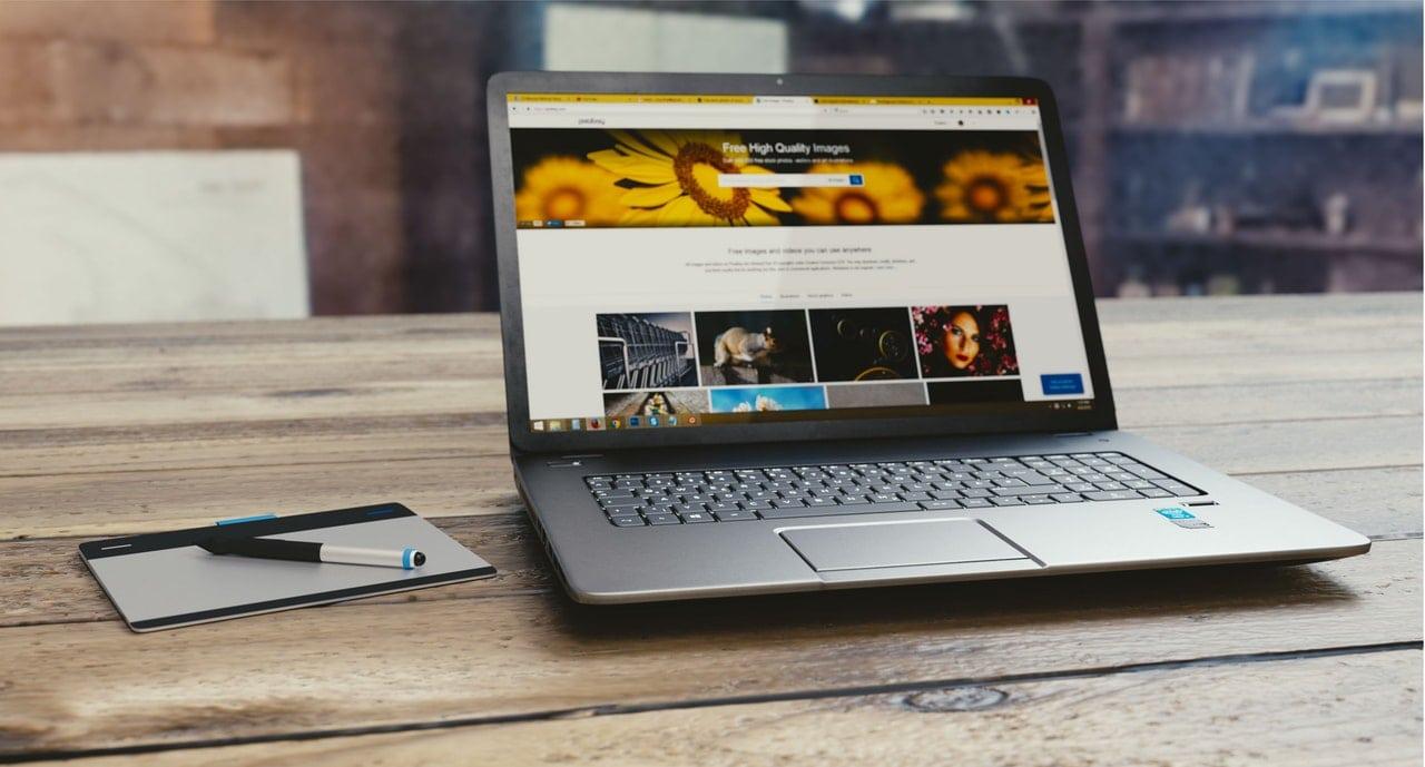 Responsywna strony internetowe na laptopie